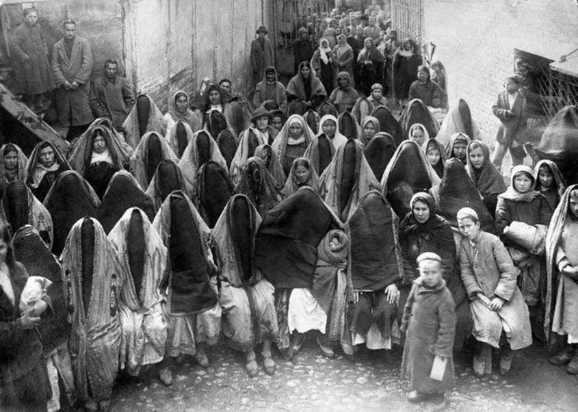 Azərbaycan qadını 100 il əvvəl