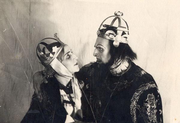 Davudova_and_Sharifzade_playing_Macbeth