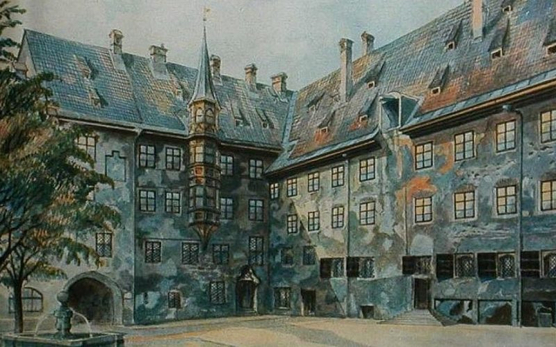 800px-The_Courtyard_of_the_Old_Residency_in_Munich_-_Adolf_Hitler-e1444278445357-1024x640